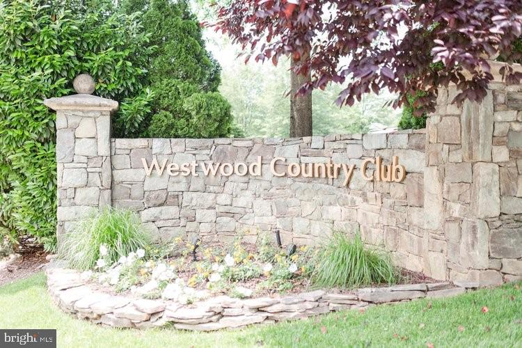 Westwood Country Club - 1011 FAIRWAY DR NE, VIENNA