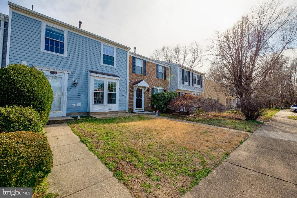 Updated TH w/2 parking spaces in front! - 15098 ARUM PL, WOODBRIDGE