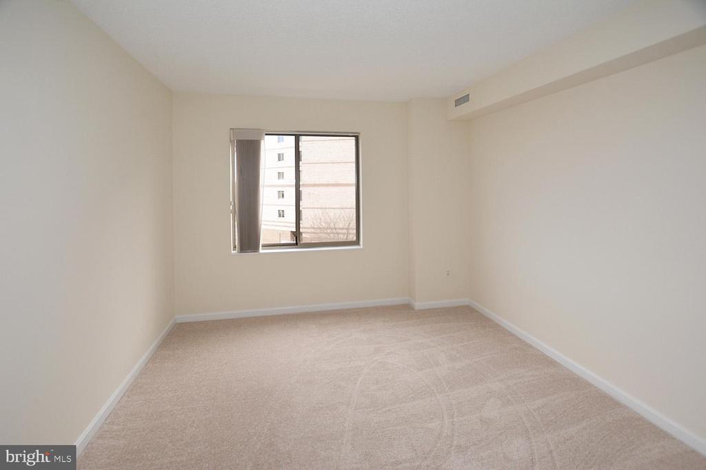 Generous size second bedroom - 19375 CYPRESS RIDGE TER #107, LEESBURG