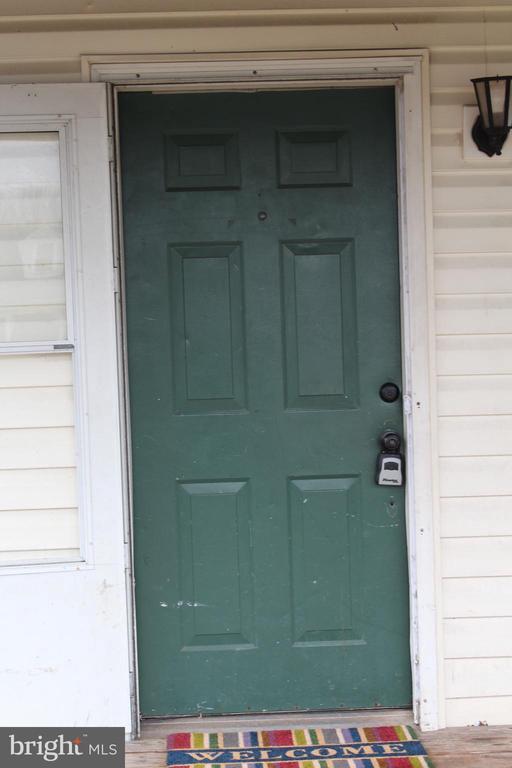 Front door into living room/dining room - 175 MANASSAS DR, MANASSAS PARK