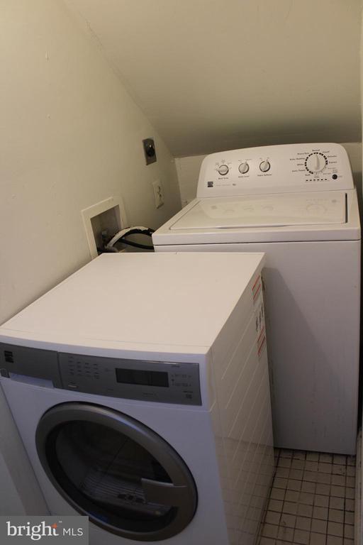 Newer washer dryer off kitchen - 175 MANASSAS DR, MANASSAS PARK