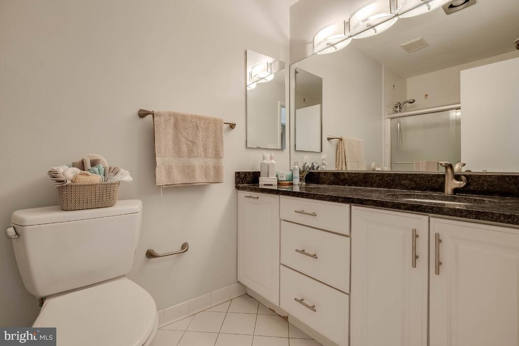 Main Level Full bath - 8651 BLACK FOREST CIR, FAIRFAX