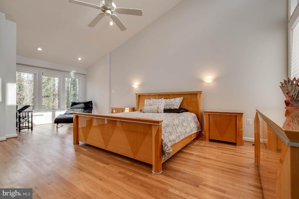 Master bedroom retreat - 8651 BLACK FOREST CIR, FAIRFAX