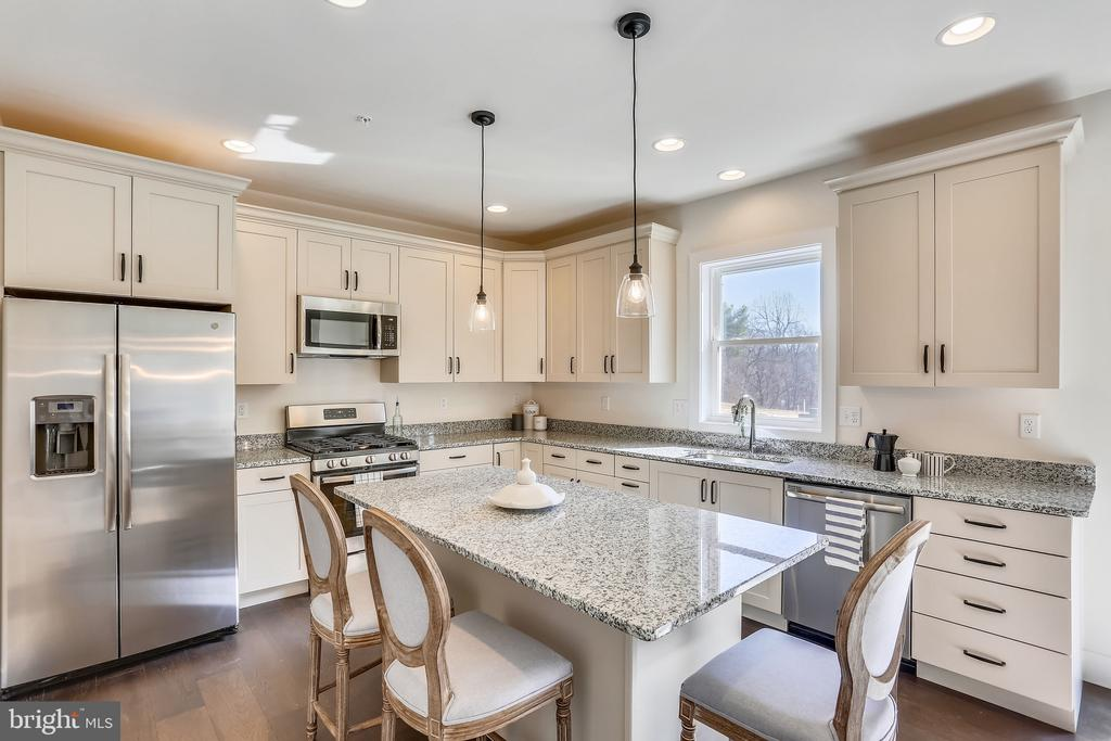 Gourmet Kitchen with Granite & Gas SS Appliances - 18609 STRAWBERRY KNOLL RD, GAITHERSBURG