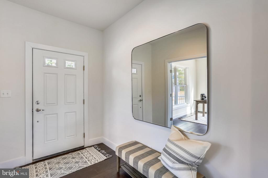 Light-filled Foyer - 18609 STRAWBERRY KNOLL RD, GAITHERSBURG