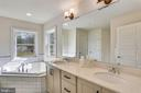 Owner's bath has Dual Sinks - 18609 STRAWBERRY KNOLL RD, GAITHERSBURG