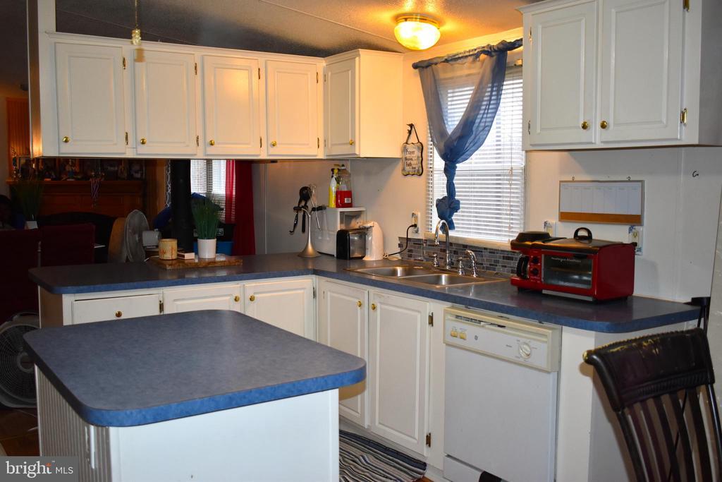 Kitchen - 34296 INDIANTOWN RD, LOCUST GROVE