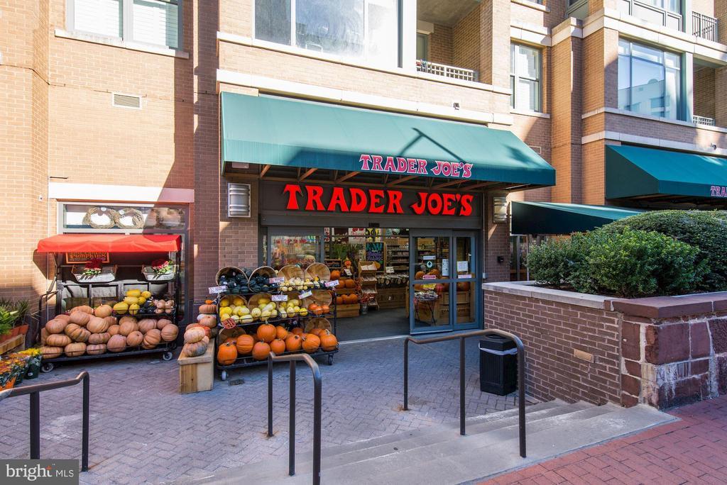 Trader Joes steps away! - 1275 25TH ST NW #808, WASHINGTON