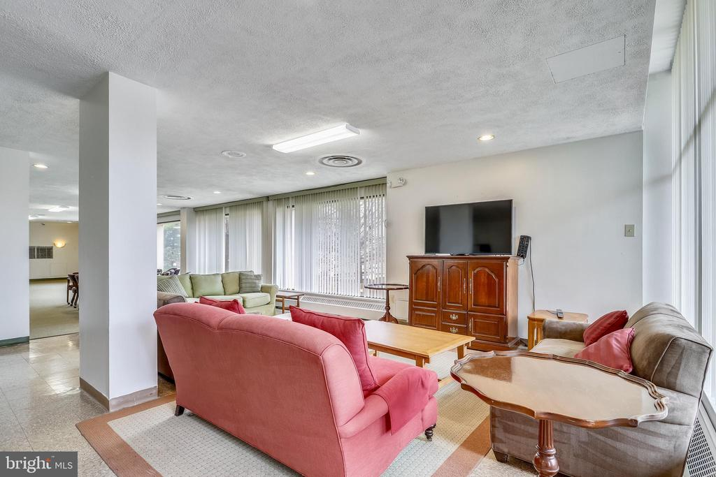 Community room- can be rented for private events. - 4141 N HENDERSON RD #1011, ARLINGTON