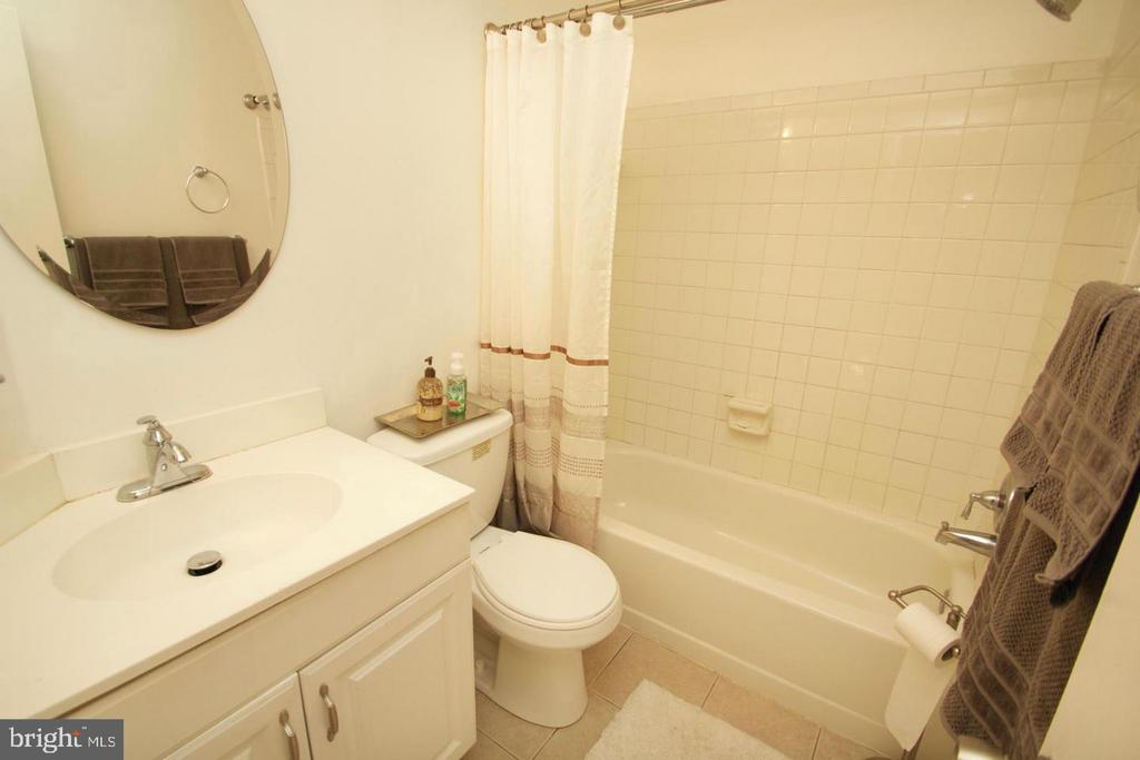Full Bath - 10815 AMHERST AVE #C, SILVER SPRING