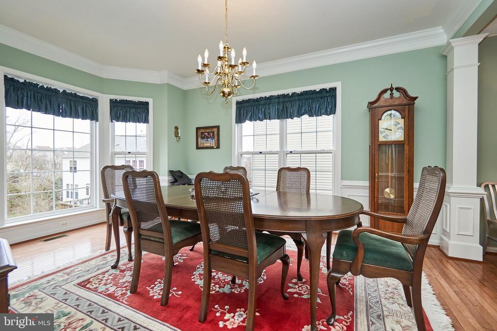 Formal dining room with hardwood floor - 5947 TUMBLE CREEK CT, HAYMARKET