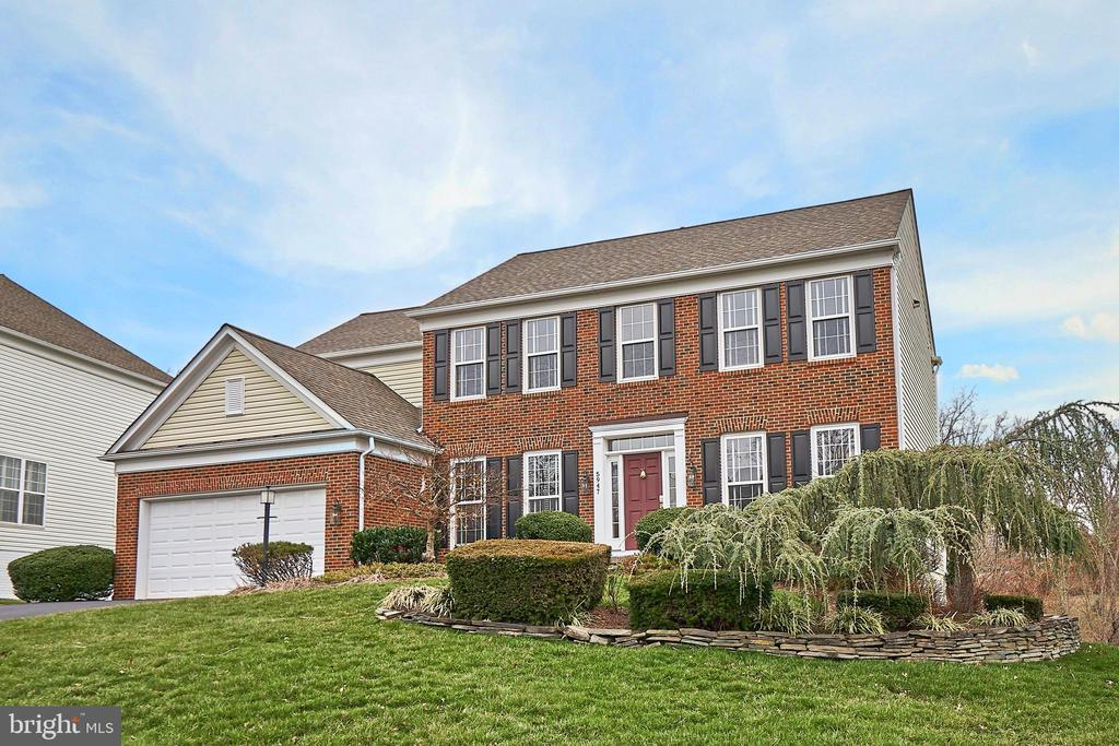 Great curb appeal in this brick front Colonial - 5947 TUMBLE CREEK CT, HAYMARKET