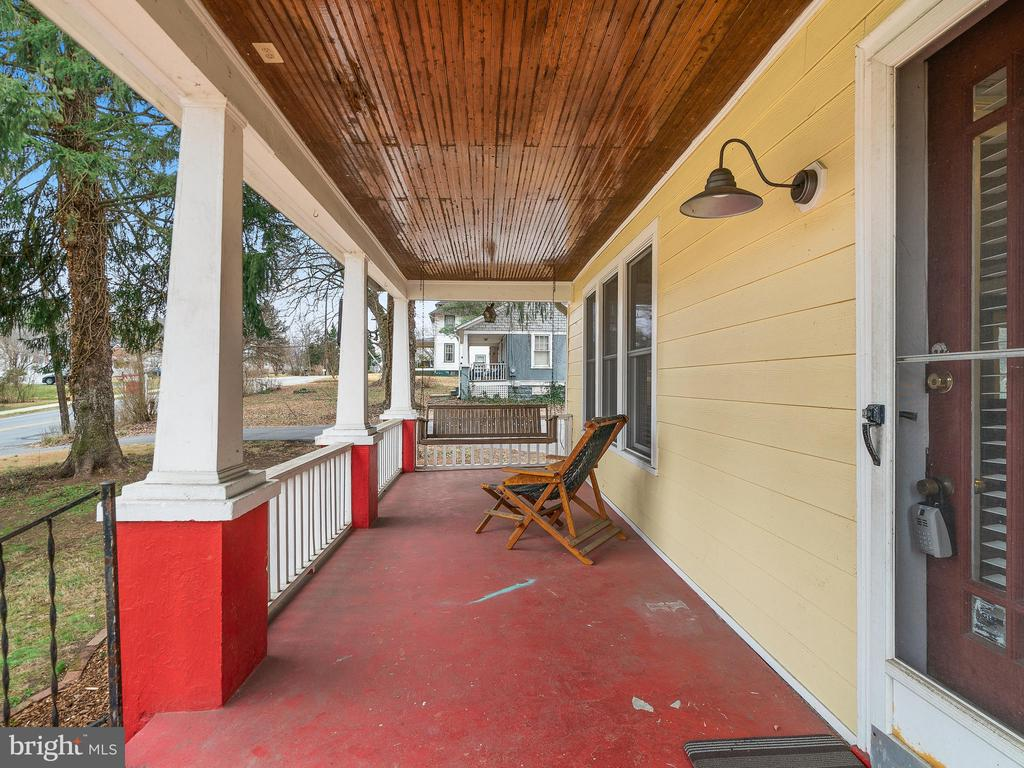 Front porch - 200 WASHINGTON GROVE LN, GAITHERSBURG