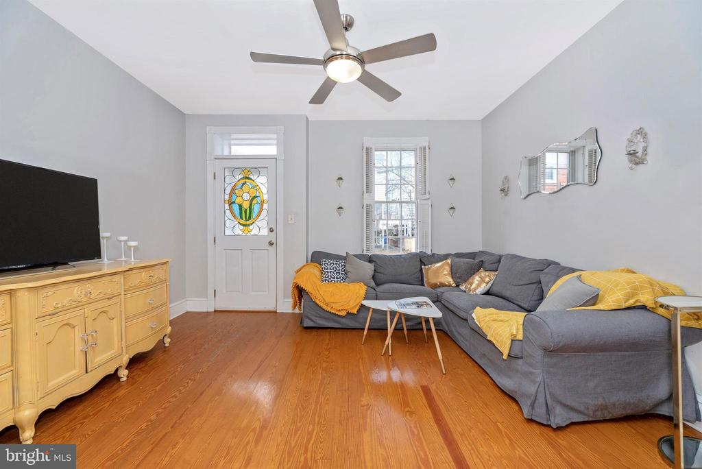 Living Room with Hardwood Floors - 10 N WISNER ST, FREDERICK