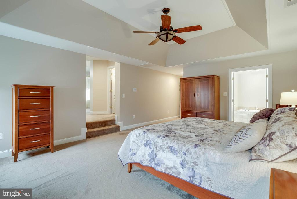LUXURY MASTER SUITE - 5014 QUELL CT, WOODBRIDGE