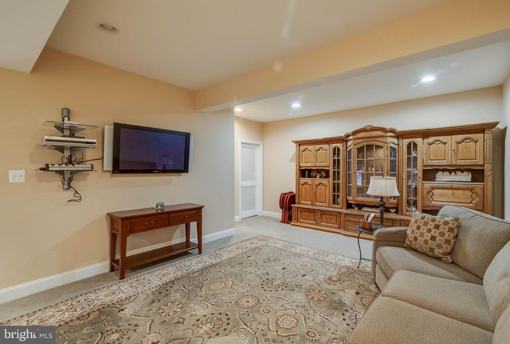 BASEMENT REC ROOM - 5014 QUELL CT, WOODBRIDGE