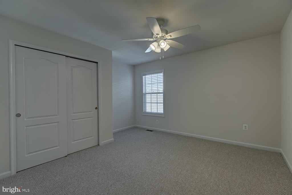 bedroom #4 with reach in closet/ceiling fan - 332 BOXELDER DR, STAFFORD