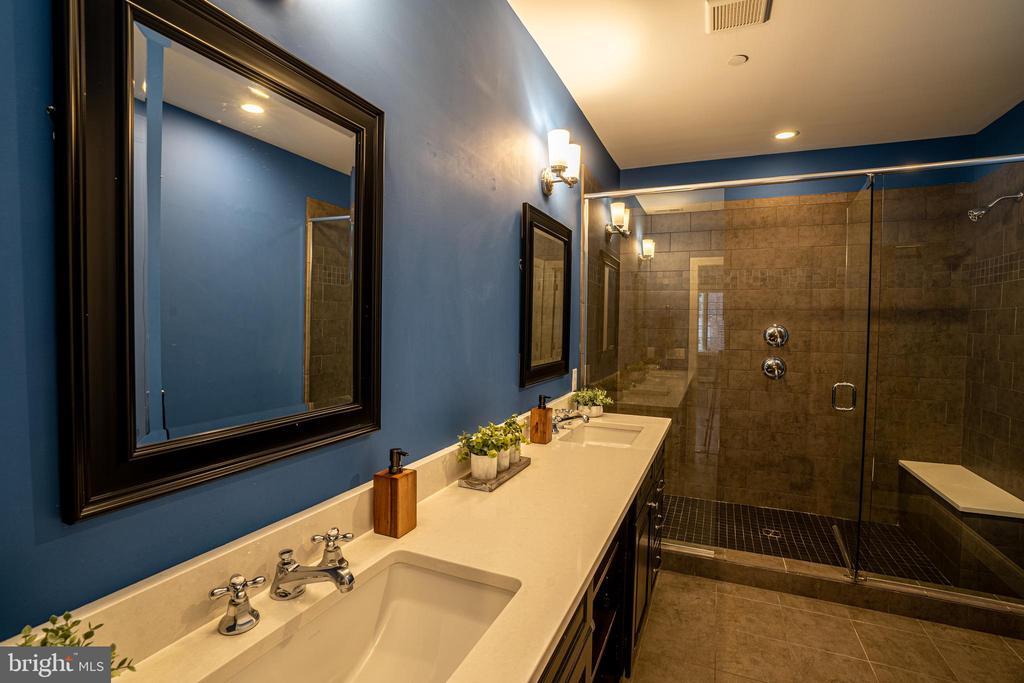 Oversized Double Vanity & Dual Head Shower - 1739 ALICEANNA ST, BALTIMORE