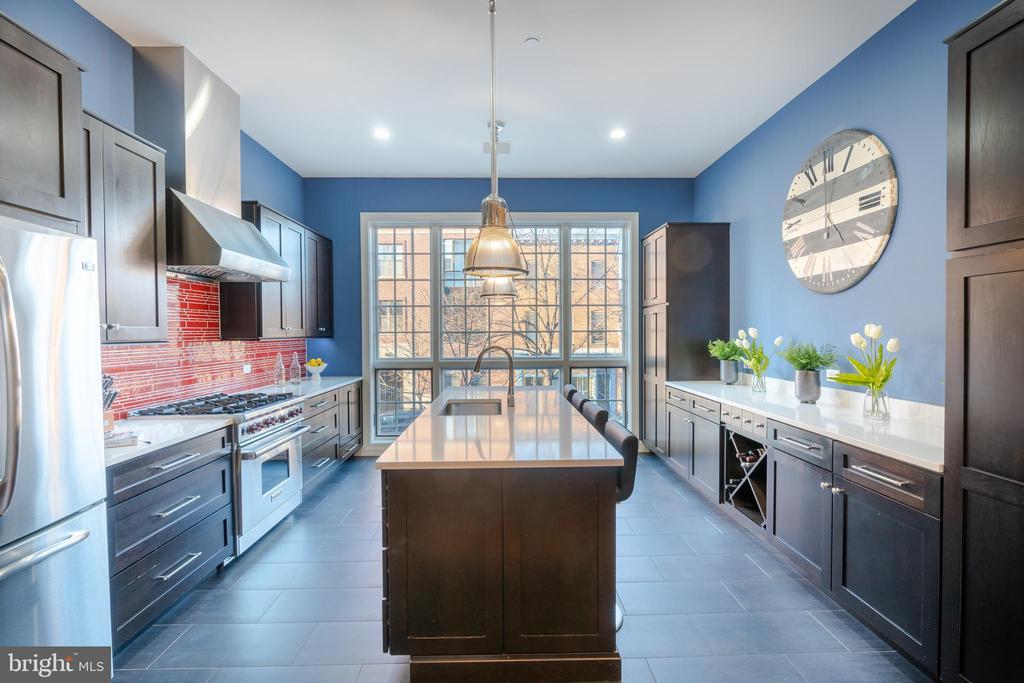 Light-Filled, Spacious Gourmet Kitchen - 1739 ALICEANNA ST, BALTIMORE