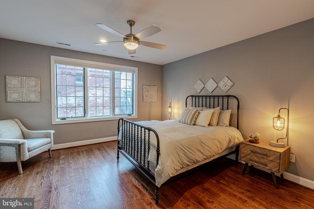 Large Master Bedroom with South Facing Windows - 1739 ALICEANNA ST, BALTIMORE