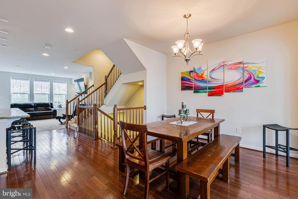 DINING AREA W/ HARDWOOD FLOORS - 6963 COUNTRY CLUB TER, NEW MARKET