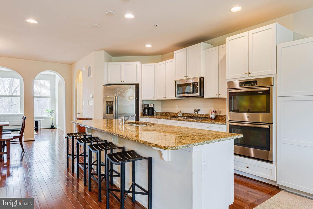KITCHEN VIEW W/ ISLAND - 6963 COUNTRY CLUB TER, NEW MARKET