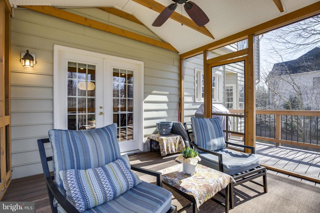 Screended Porch - 12110 WALNUT BRANCH RD, RESTON
