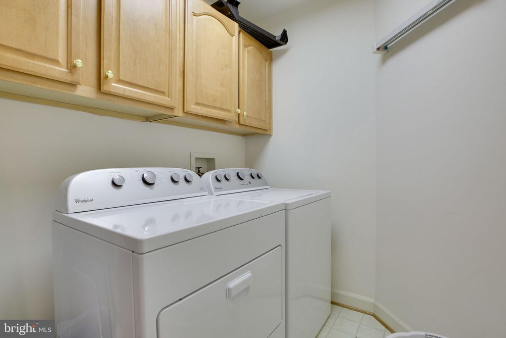 Upper Level Laundry - 12110 WALNUT BRANCH RD, RESTON