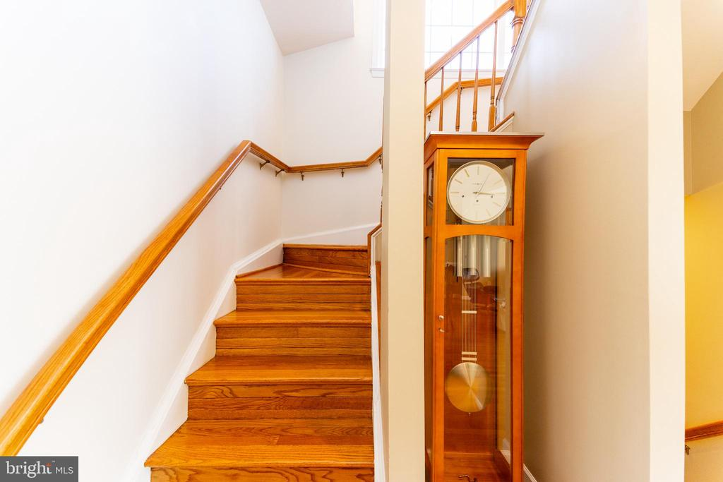 stairs to top level - 1911 LOGAN MANOR DR, RESTON