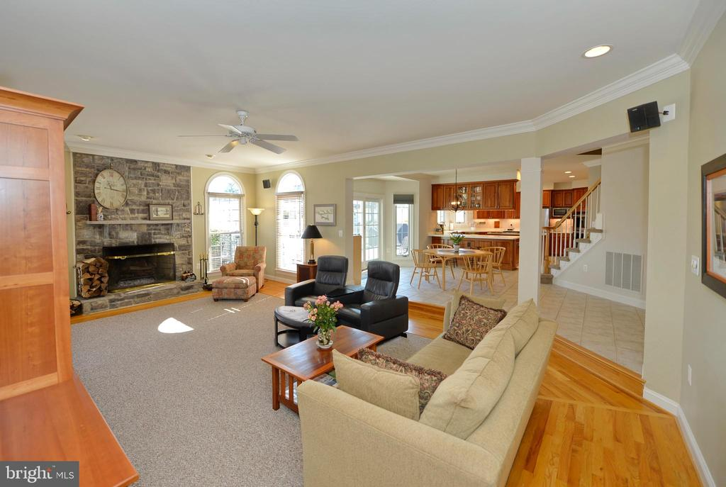 Fantastic family room open to the kitchen - 16080 GOLD CUP LN, PAEONIAN SPRINGS