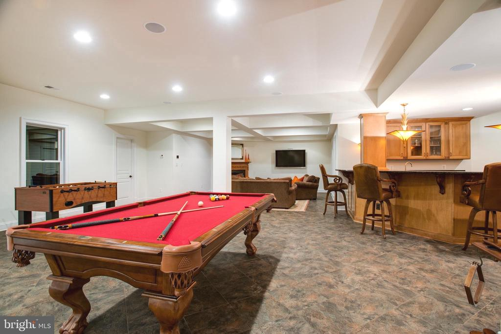 Lower Entertaining Area with 2 Additional Bedrooms - 9110 DARA LN, GREAT FALLS