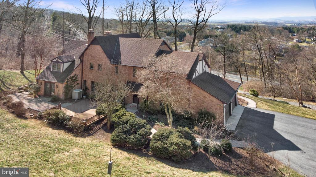 SURROUNDED BY SCENIC VISTAS - 4616 OLD NATIONAL PIKE, MIDDLETOWN