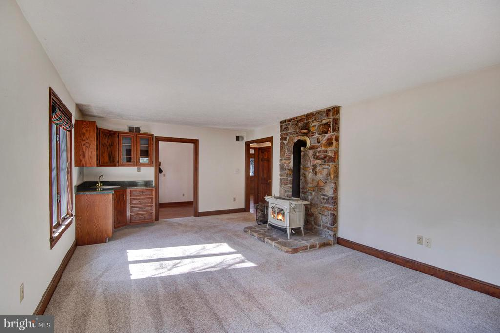 MAIN LEVEL FR WITH WOOD STOVE AND WET BAR - 4616 OLD NATIONAL PIKE, MIDDLETOWN