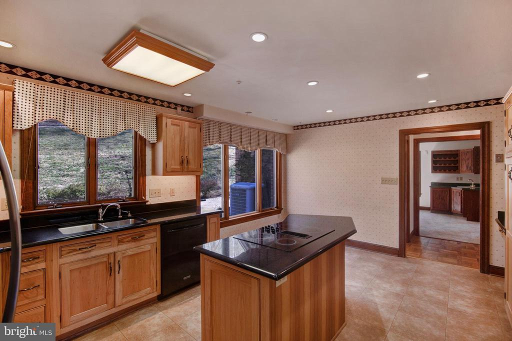 BEAUTIFUL KITCHEN - 4616 OLD NATIONAL PIKE, MIDDLETOWN