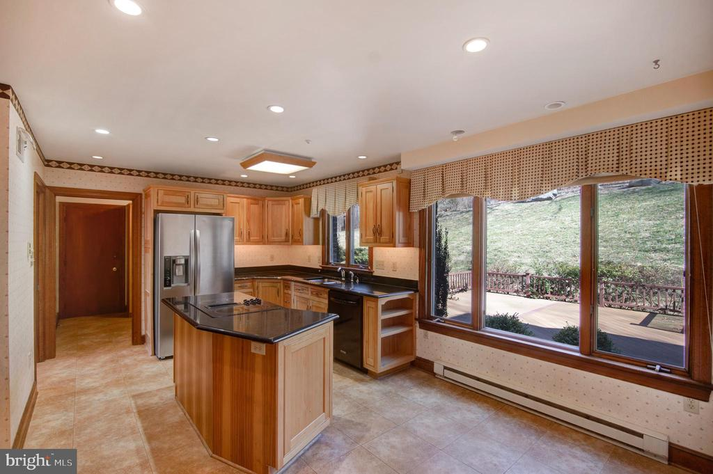 BREAKFAST AREA WITH LARGE PICTURE WINDOW - 4616 OLD NATIONAL PIKE, MIDDLETOWN