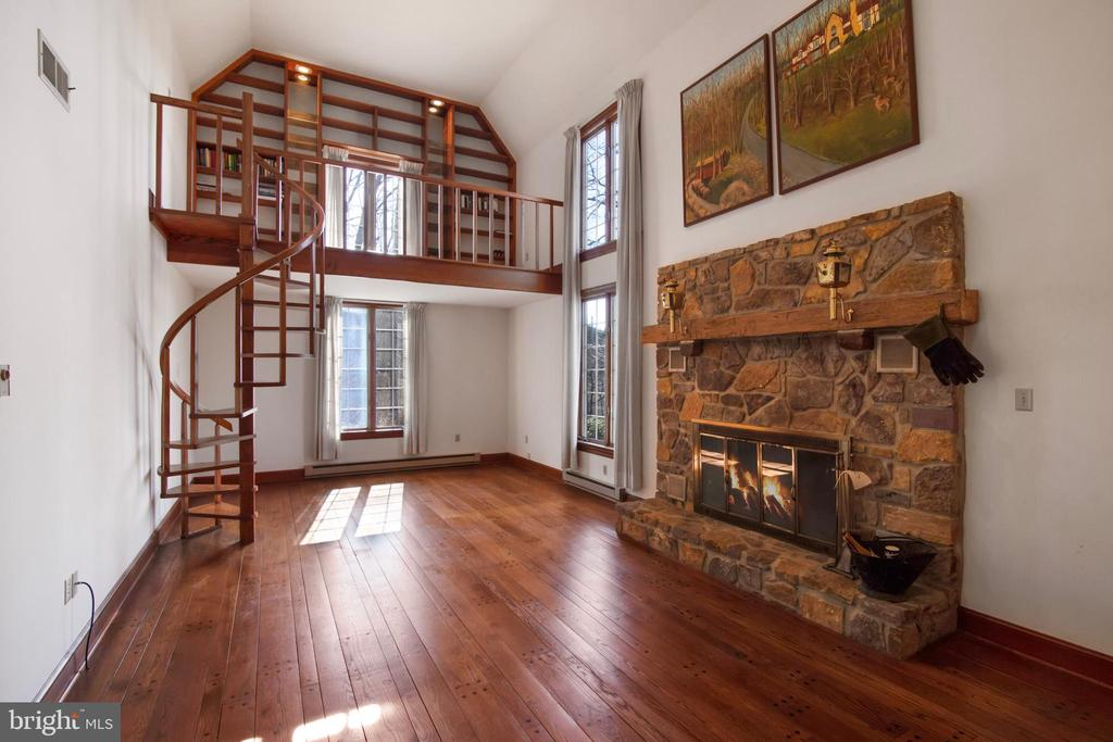 2 STORY GREAT ROOM WITH LIBRARY LOFT - 4616 OLD NATIONAL PIKE, MIDDLETOWN