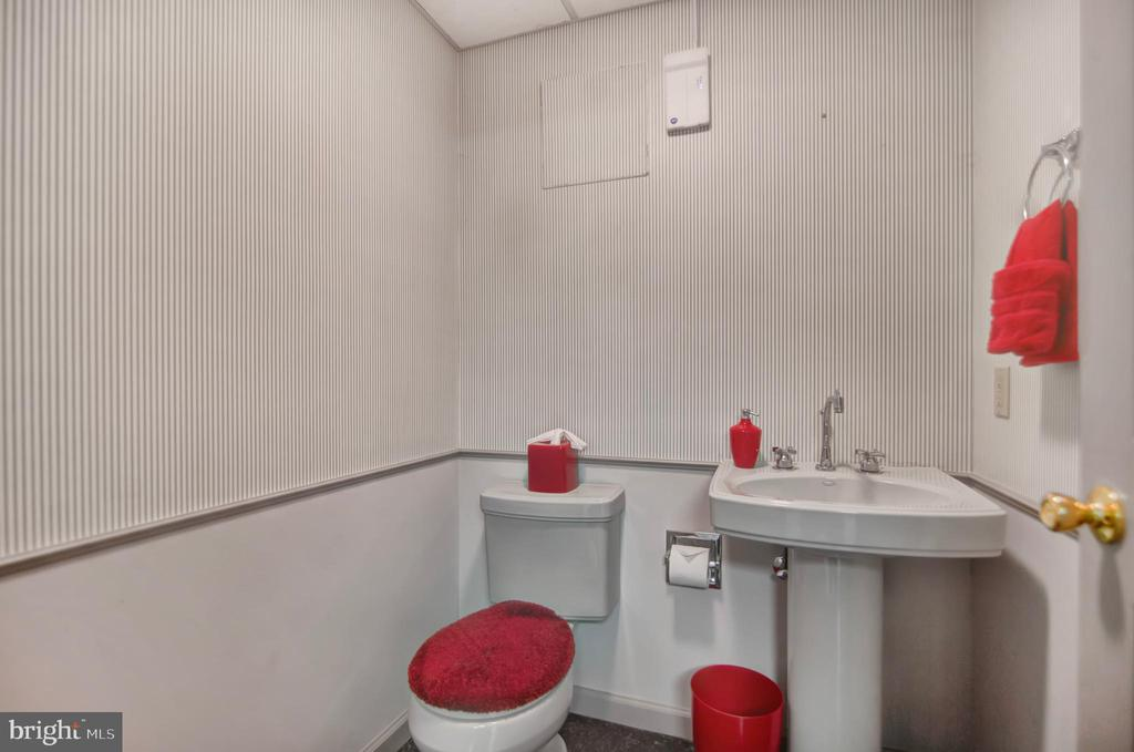 LOWER LEVEL POWDER ROOM - 4616 OLD NATIONAL PIKE, MIDDLETOWN