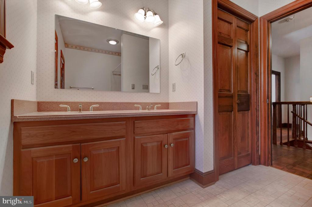 HALL BATH - 4616 OLD NATIONAL PIKE, MIDDLETOWN