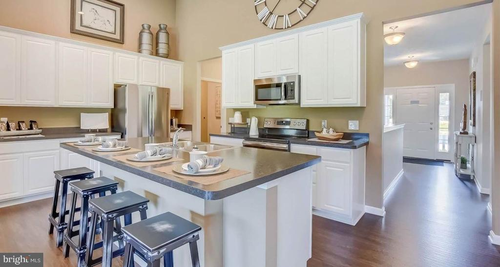 Welcoming entry flows to large kitchen with~island - 2006 DAMON DR, MOUNT AIRY