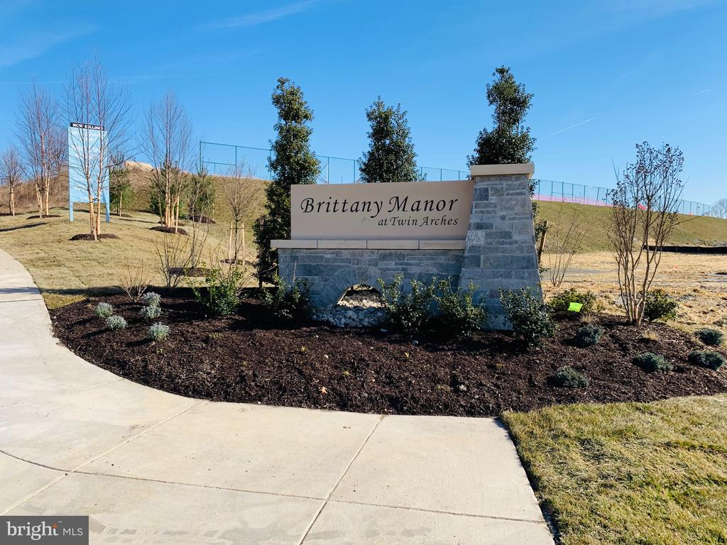 Community entry - 2006 DAMON DR, MOUNT AIRY