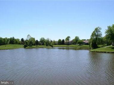 Community lake - 702 GILES PL, STERLING