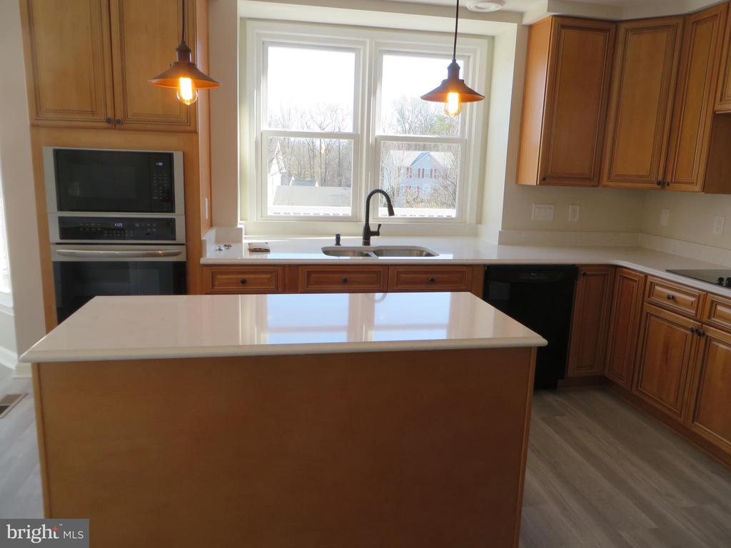 BRAND NEW KITCHEN WITH CENTRE ISLAND - 43 JASON LN, STAFFORD