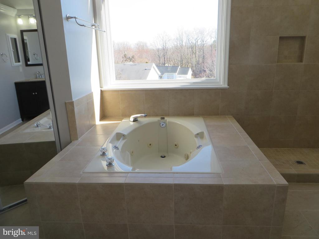 JACUZZI TUB IN MASTER BATHROOM - 43 JASON LN, STAFFORD