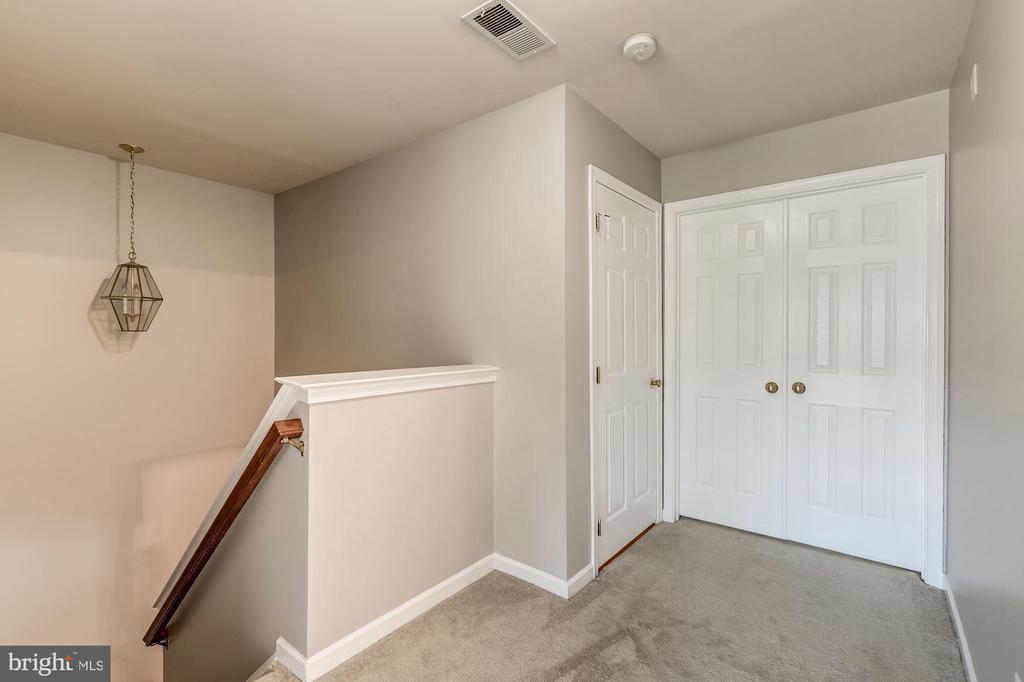 Upper level hallway - 43214 SOMERSET HILLS TER, ASHBURN