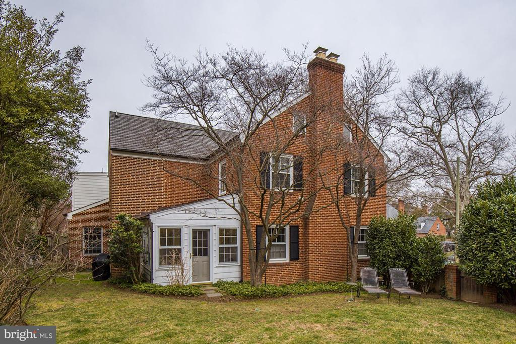 Beautiful, South-Facing Yard and Garden - 7600 GLENDALE RD, CHEVY CHASE
