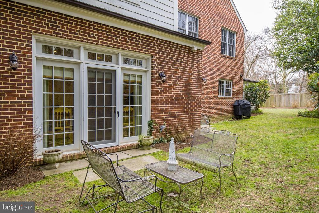 Breakfast Area opens to Rear Yard - 7600 GLENDALE RD, CHEVY CHASE