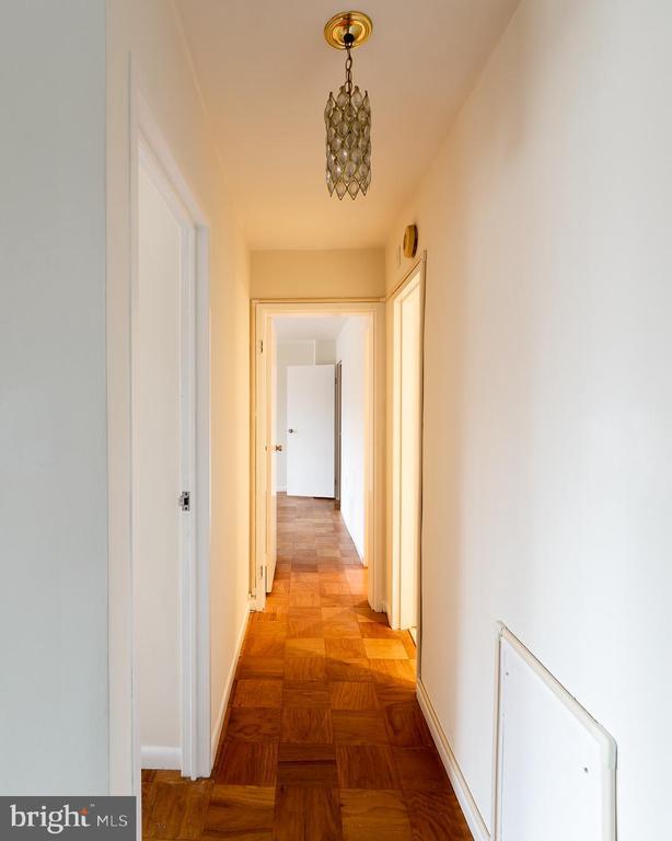 hallway - 10401 GROSVENOR PL #527, ROCKVILLE