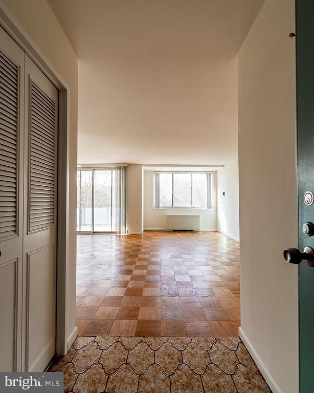 entryway - 10401 GROSVENOR PL #527, ROCKVILLE