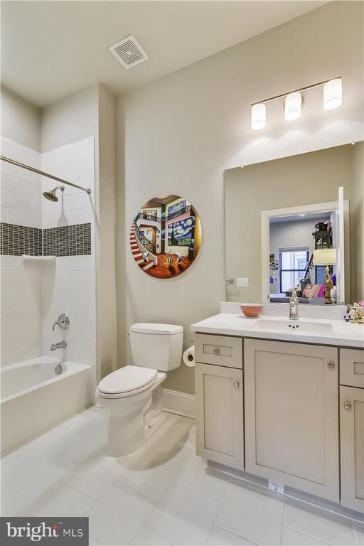 EnSuite Full Bath #4, Level 3 - 44665 BRUSHTON TER, ASHBURN