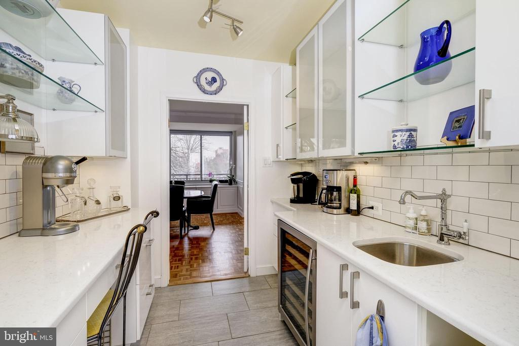 Butlers Pantry with wine refrigerator & wet bar - 3900 WATSON PL NW #A-2FG, WASHINGTON